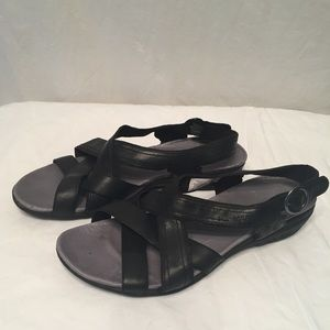 Fabulous pair of Merrell leather sandals